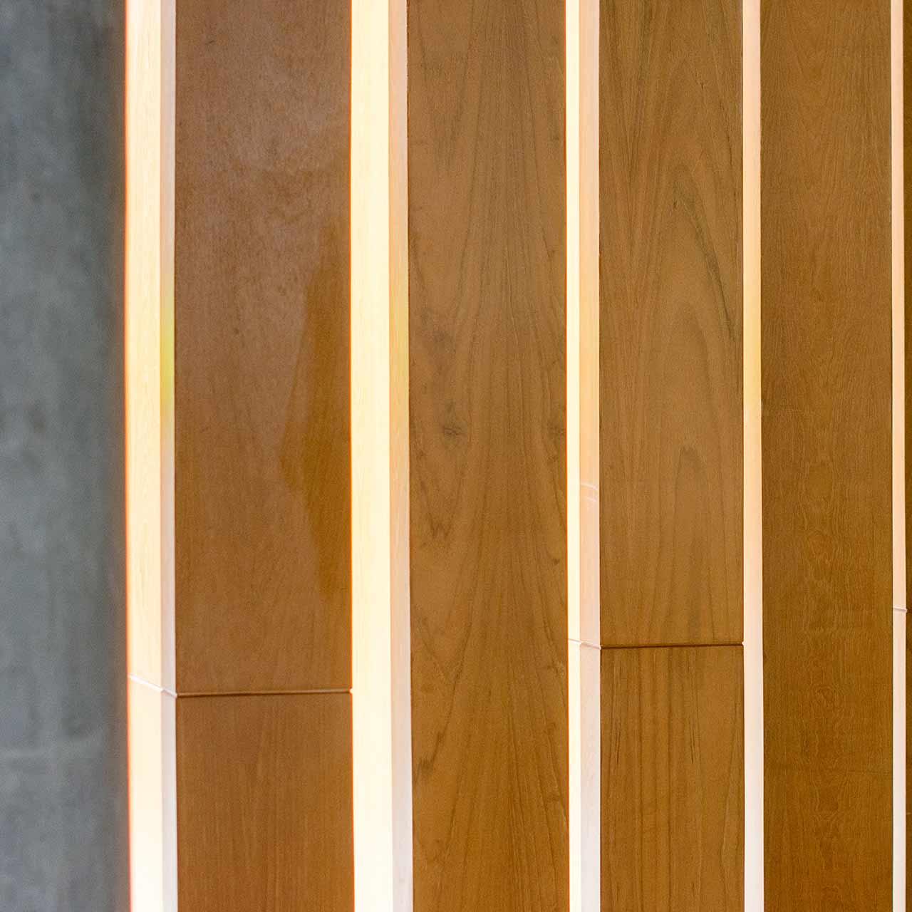 store bandes verticales bois